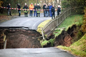 Germany sinkhole: Firemen and police officers secure the perimeter of a sinkhole