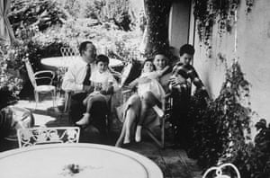 Dino Di Laurentiis: Italian director Dino De Laurentiis with his wife and children