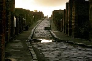 Pompei Ruins Collaps: Via dell'Abbondanza in the ancient city of Pompei