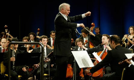 Daniel Barenboim conducting the West-Eastern Divan Orchestra