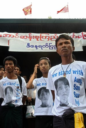 Suu Kyi Release: Supporters of Aung San Suu Kyi wear shirts printed with a picture of her