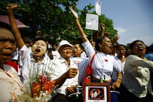 Suu Kyi Release: Supporters shout outside the house of Aung San Suu Kyi in Yangon