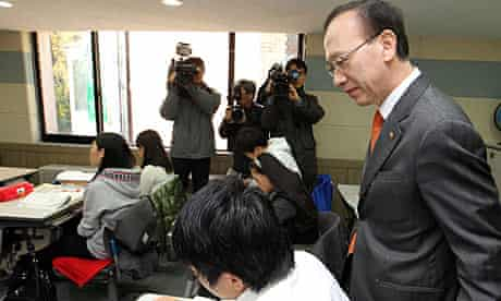 South Korean unification minister Hyun In-taek in a classroom with North Korean defectors