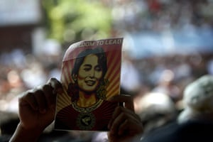 Aung San Suu Kyi release : Supporter of Aung San Suu Kyi holds up a card with her picture on