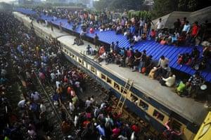 Eid al-Adha: Thousands of Bangladeshis cram onto trains at the Airport Railway Terminal