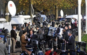 William's engagement: Media report outside Buckingham Palace in London