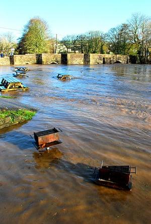 cornwall flooding update: Floods at the River Fowey under Lostwithiel Bridge