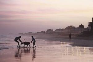 Eid al-Adha: Boys coax a ram into the ocean at sunrise to wash it