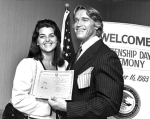 Arnold Schwarzenegger : Arnold with Maria Shriver poses with his certificate of U.S. citizenship