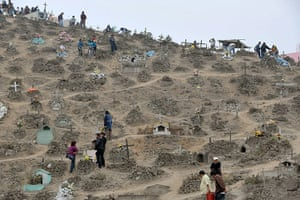 All Saints: Thousands of Peruvians take advantage of the national holiday