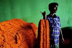 24 hours in pictures: Flower business in the run-up to Diwali festival