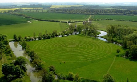 Lyveden New Bield Tudor garden