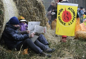 Anti-nuclear protests: Anti-nuclear protesters read newspapers at their blockade