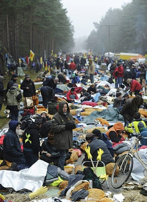 Anti-nuclear protests: Anti-nuclear protesters wake up at their blockade, sleeping on the road