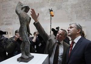 Berlin Museum: Berlin Mayor Wowereit and head of Berlin Museum for Prehistory