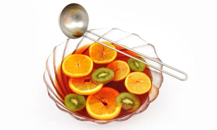 A bowl of fruit punch