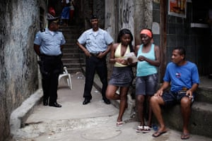24 hours in pictures: Police stand by residents in the Morro dos Macaos slum