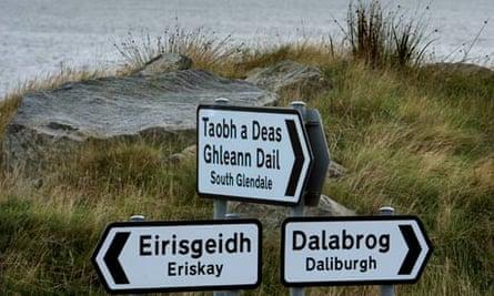 Gaelic-English signposts in Scotland