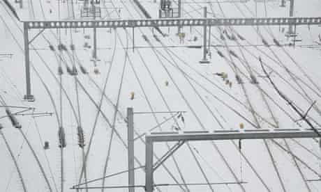 Snow at Waverley Station by Ros Gasson from the Guardian Edinburgh Flickr stream