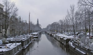 Winter Weather Europe: Snow covers houseboats at Prinsengracht in Amsterdam's city center