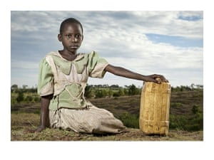 UNICEF Photo of the Year : Tanzania: Brave water carriers