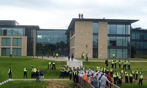 Police and protesters on bridge at Gogarburn RBS pic by Paul Graham Morris