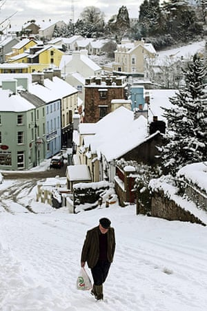 Snow: Man Makes His Way Home With His Shopping