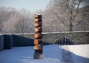 Yorkshire Sculpture Park: Red Column and Black Dome by David Nash at the Yorkshire Sculpture Park
