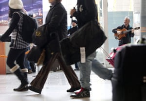 Travel Chaos: A band performs for waiting passengers at the airport in Frankfurt