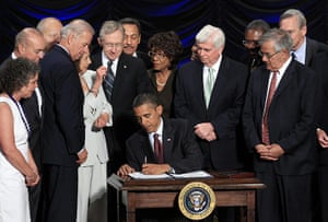 obama 2010: Obama signs the Dodd-Frank Wall Street Reform Act in Washington