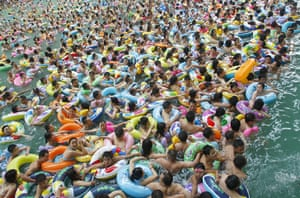 2010: year in pictures: Heatwave in Suining, Sichuan province, China