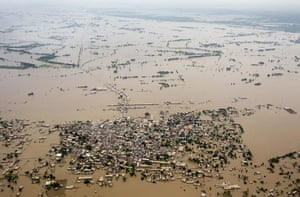 2010 year in environment2: Pakistan Flood Devastation Continues To Grow