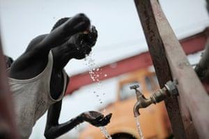 ROBERTO SCHMIDT 2: from the agencies in Sudan