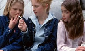 Teenage girls smoking furtive - SerieCVS100008063