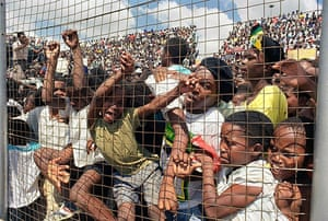 Mandela prison release: February 12 1990: People try to see Nelson Mandela giving an address
