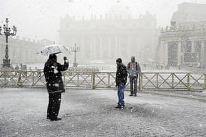 snow in Rome: Tourists take pictures