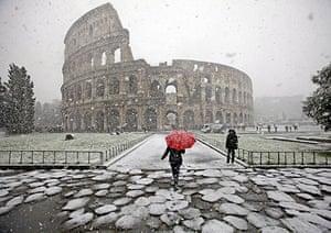 snow in Rome: Snow falls in Rome