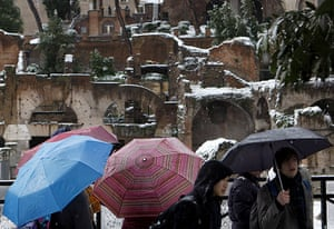 snow in Rome: Tourists look at snow-covered ruins