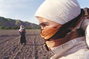 Tajikistan Climate: Mehnatobod village young girl in the cotton fields Tajikistan