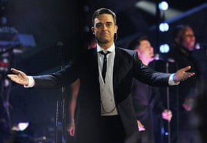 Brit Awards Style: The Brit Awards 2010 Robbie Williams