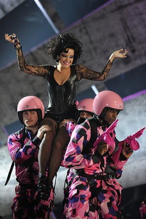 Brit Awards Style: The Brit Awards 2010 Lily Allen