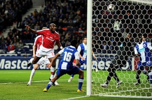 Wed Champions League: Sol Campbell scores for Arsenal