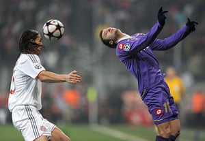Wed Champions League: Bayern's Daniel van Buyten tries to control the ball