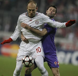 Wed Champions League: Bayern Munich's Robben and Fiorentina's Gobbi fight for the ball