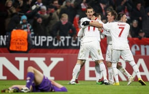 Wed Champions League: Miroslav Klose and team-mates celebrate after Klose scored the winner