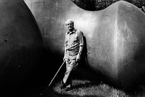 Henry Moore: Henry Moore with one of his sculptures