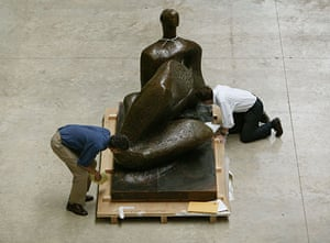 Henry Moore: Reclining Figure 1957, from the Unesco building in Paris