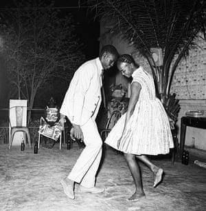Malick Sidibé Gallery: Nuit de Noël, 1963
