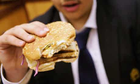 Many schoolchildren visit fast-food outlets during lunch breaks