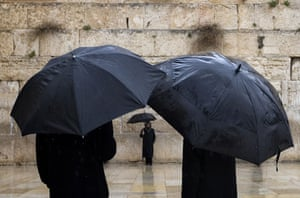 24 hours: rain at the western wall in jerusalem